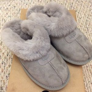🆕 Authentic UGG gray fluffy slipper slides- 7